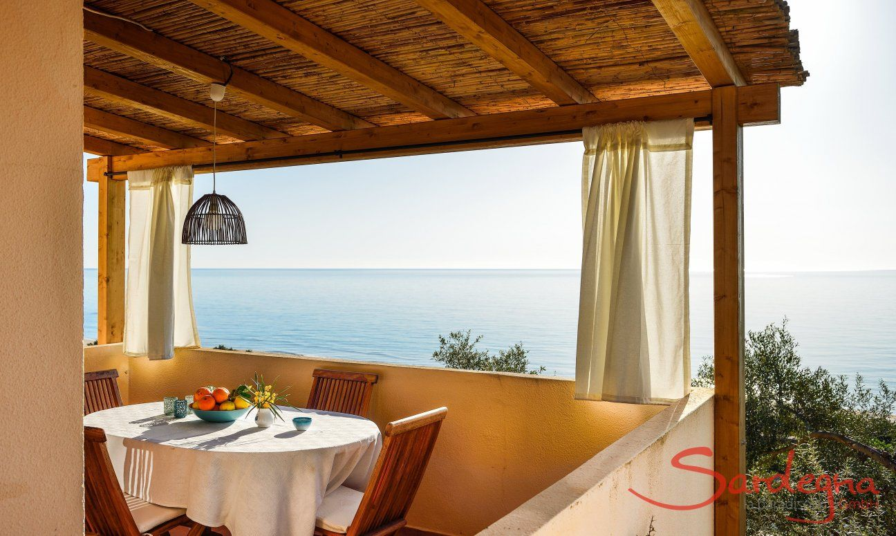 Sensationeller Blick von der Terrasse auf das Meer