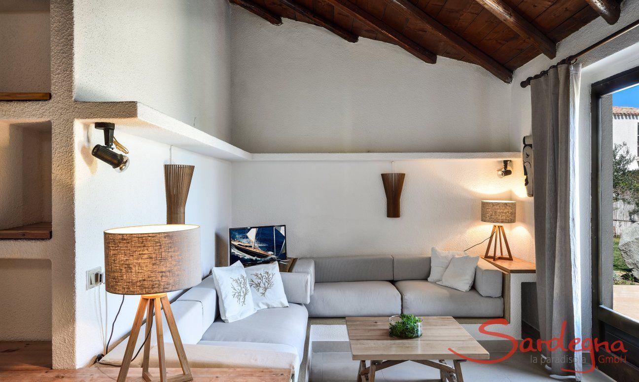 Gemauerte Sitzecke mit Blick auf die Terrasse