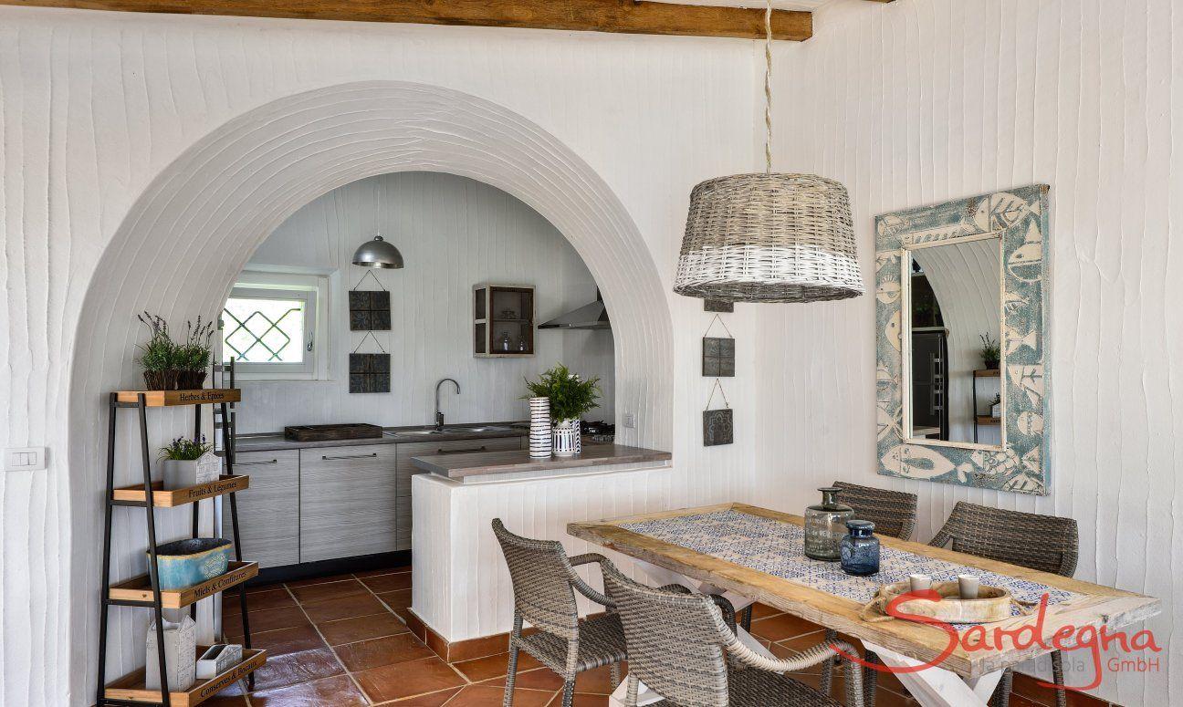 Essbereich ung Küche im Hintergrung