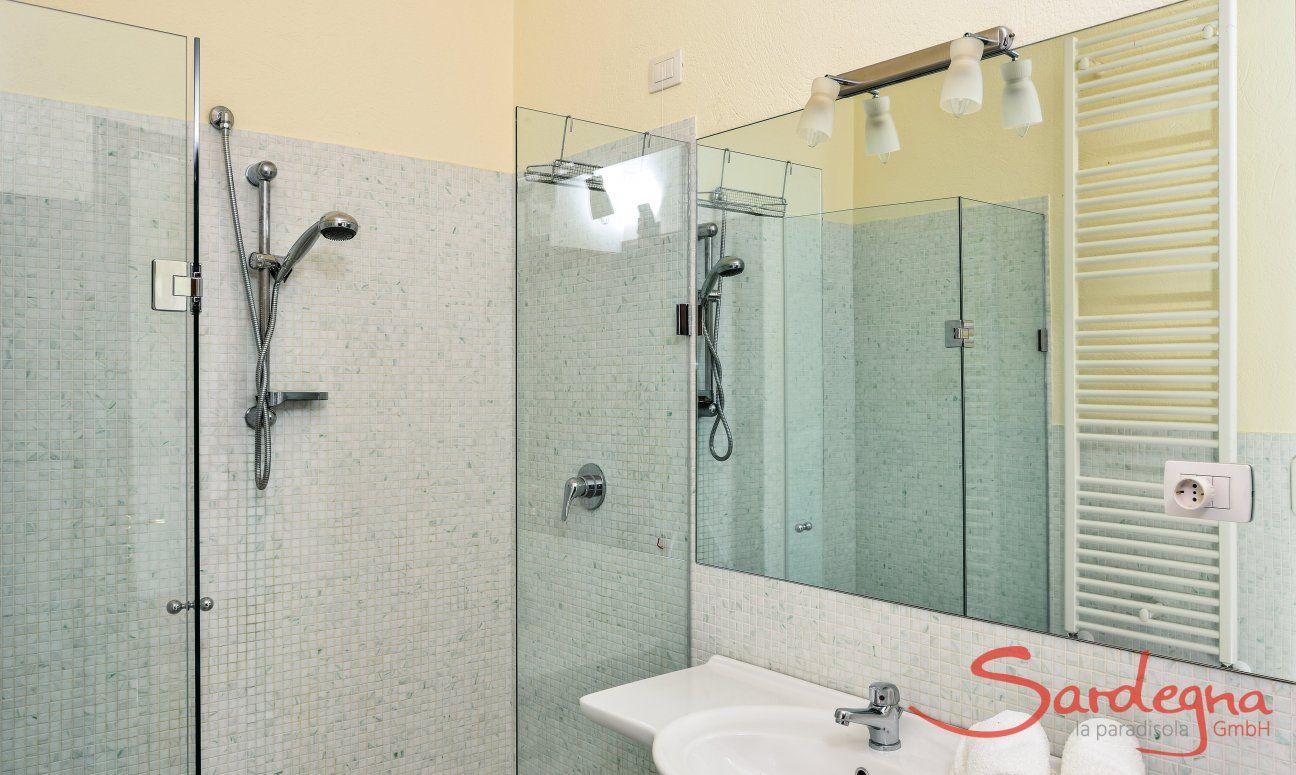 Badezimmer 3 mit Glasdusche
