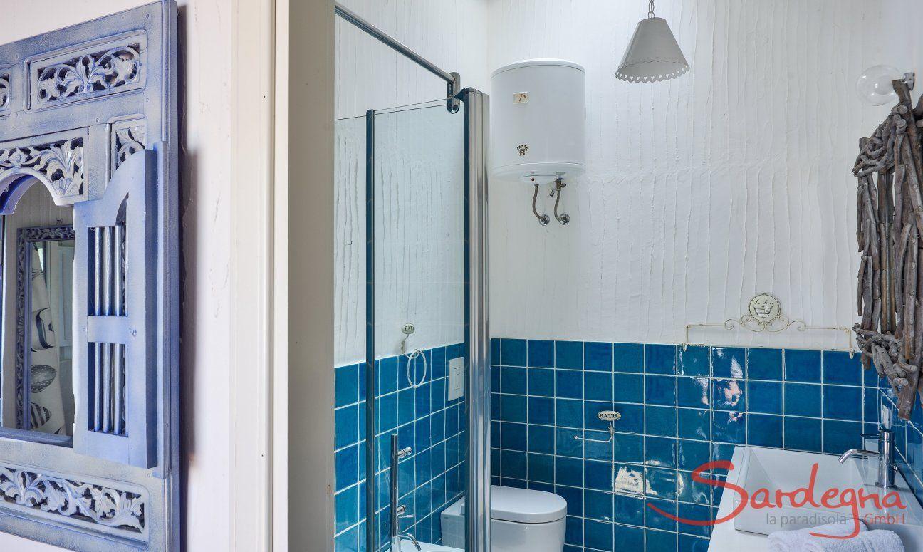Badezimmer 2 mit Glasdusche und Bidet