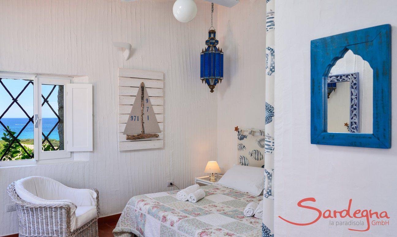 Schlafzimmer 1, sardisch angehaucht eingerichtet
