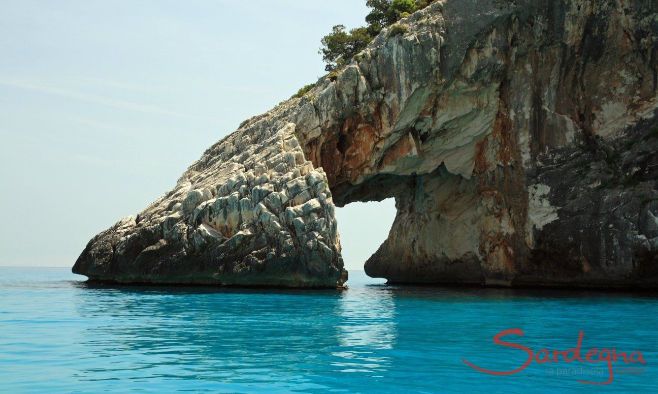 Von der Natur geformtes Felstor in Cala Goloritze; Cala Luna