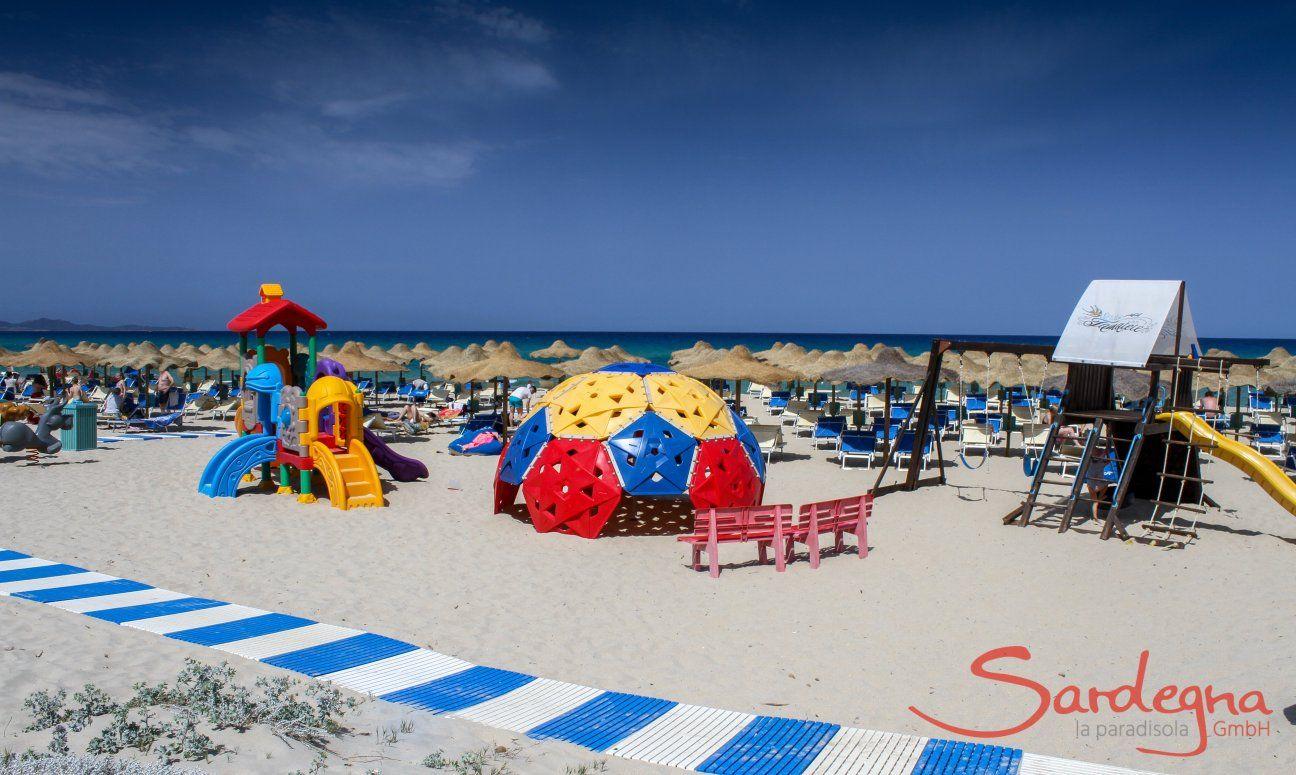 Kinderspielplatz im Strandbad Tamatete, nur 2 km von Li Conchi