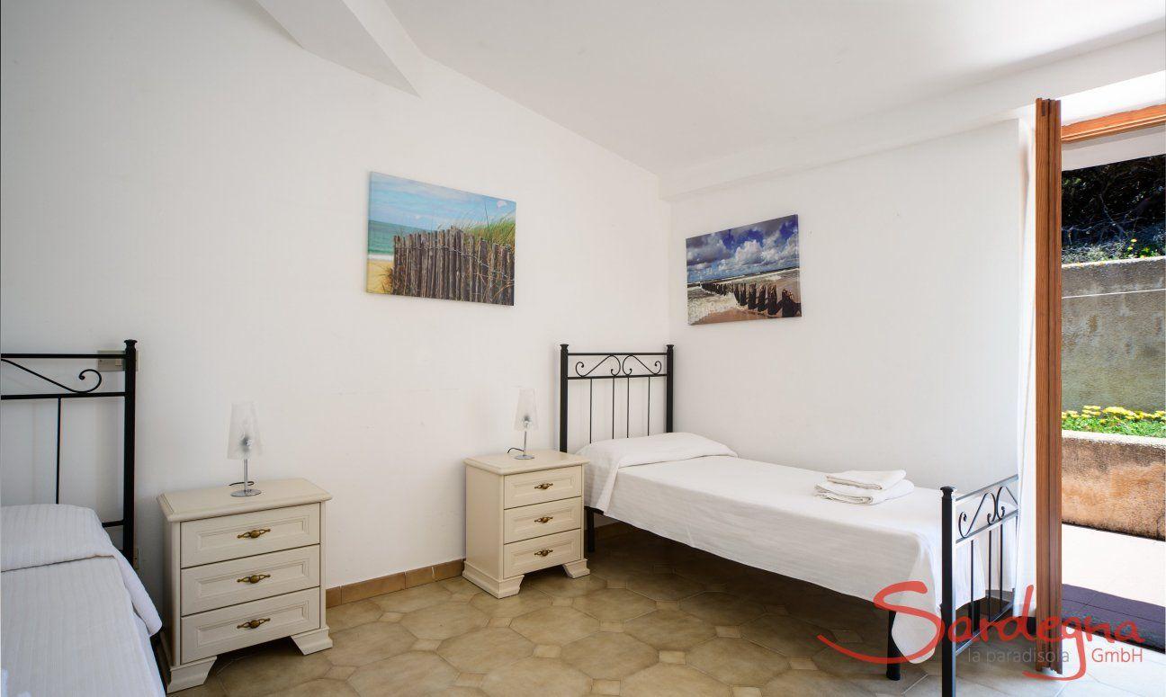 Schlafzimmer 2 mit Gartenzugang