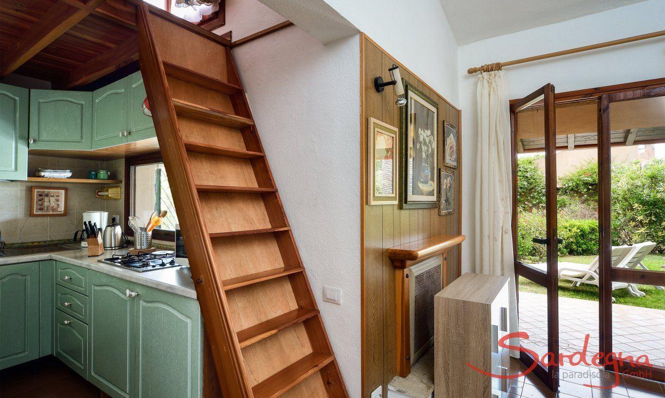 Wohnzimmer, Küche und Treppe nach oben