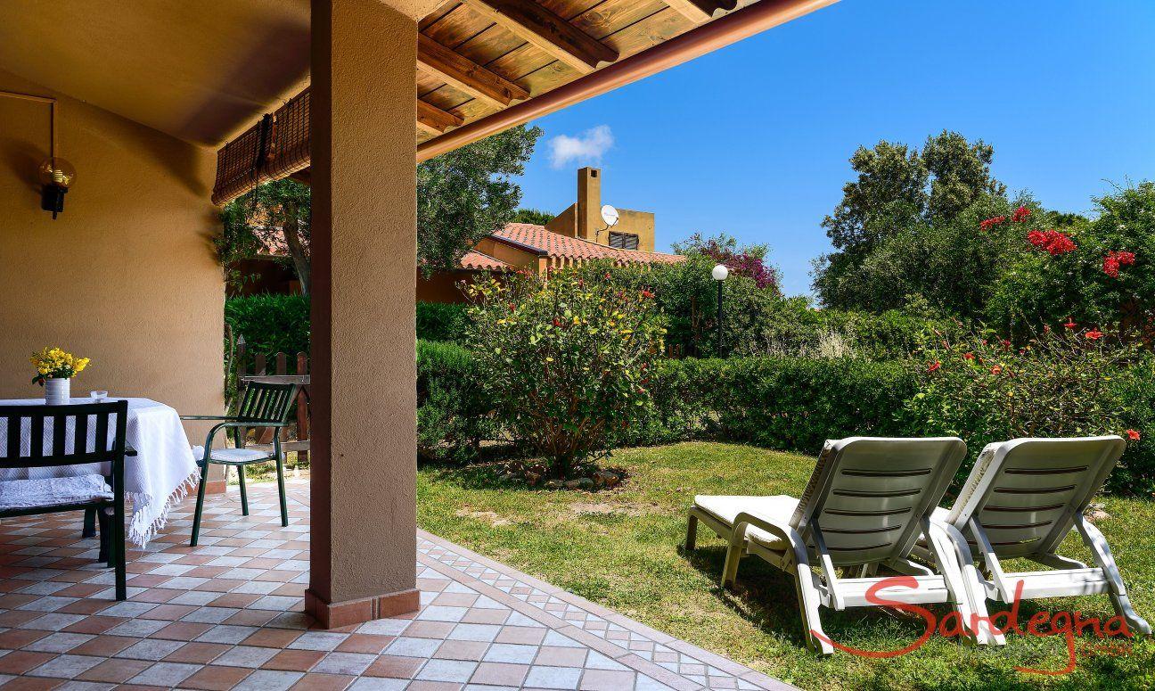 Überdachte Terrasse und eigenem Garten