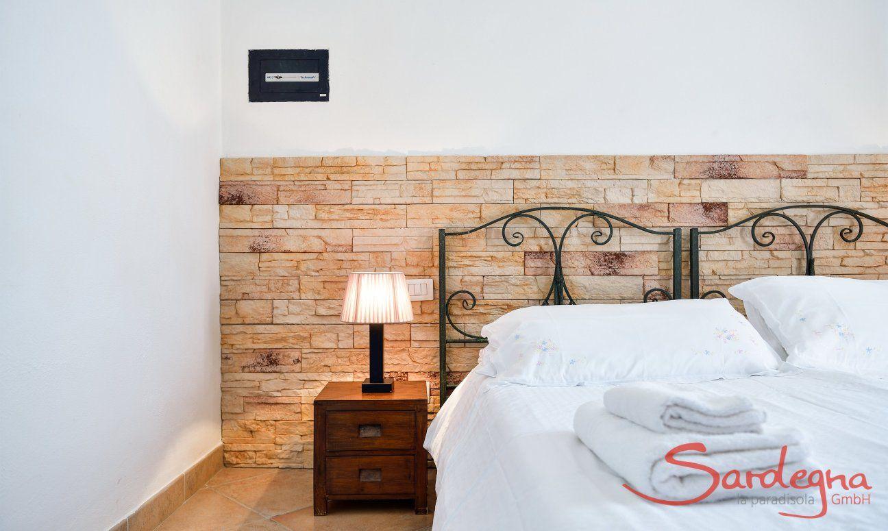 Stilvolles Schlafzimmer 1 mit Doppelbett