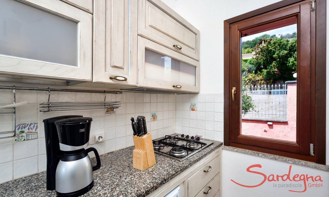 Küchenzeile mit allen wichtigen Geräten