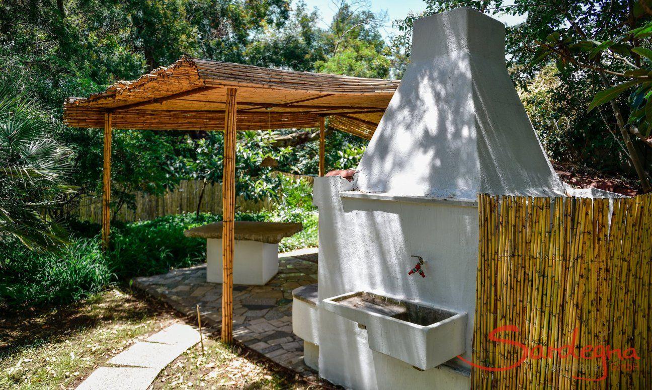 Barbecuebereich mit partieller Überdachung