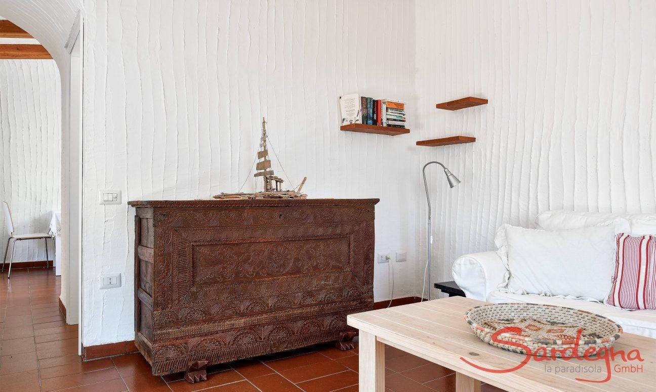 Antike Truhe im Wohnbereich
