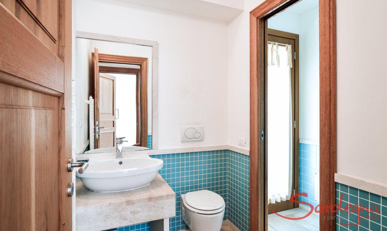 Bad mit Dusche im Erdgeschoß