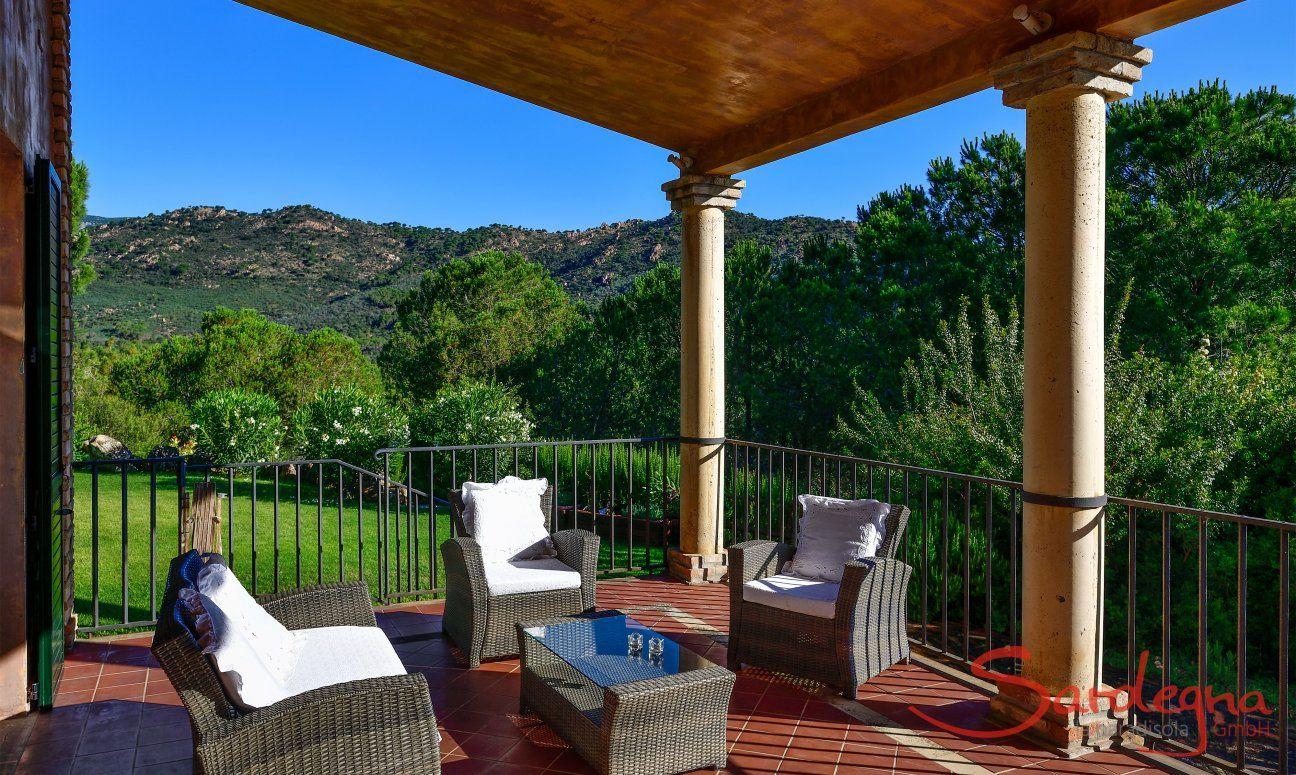 Terrasse Westflügel und Garten