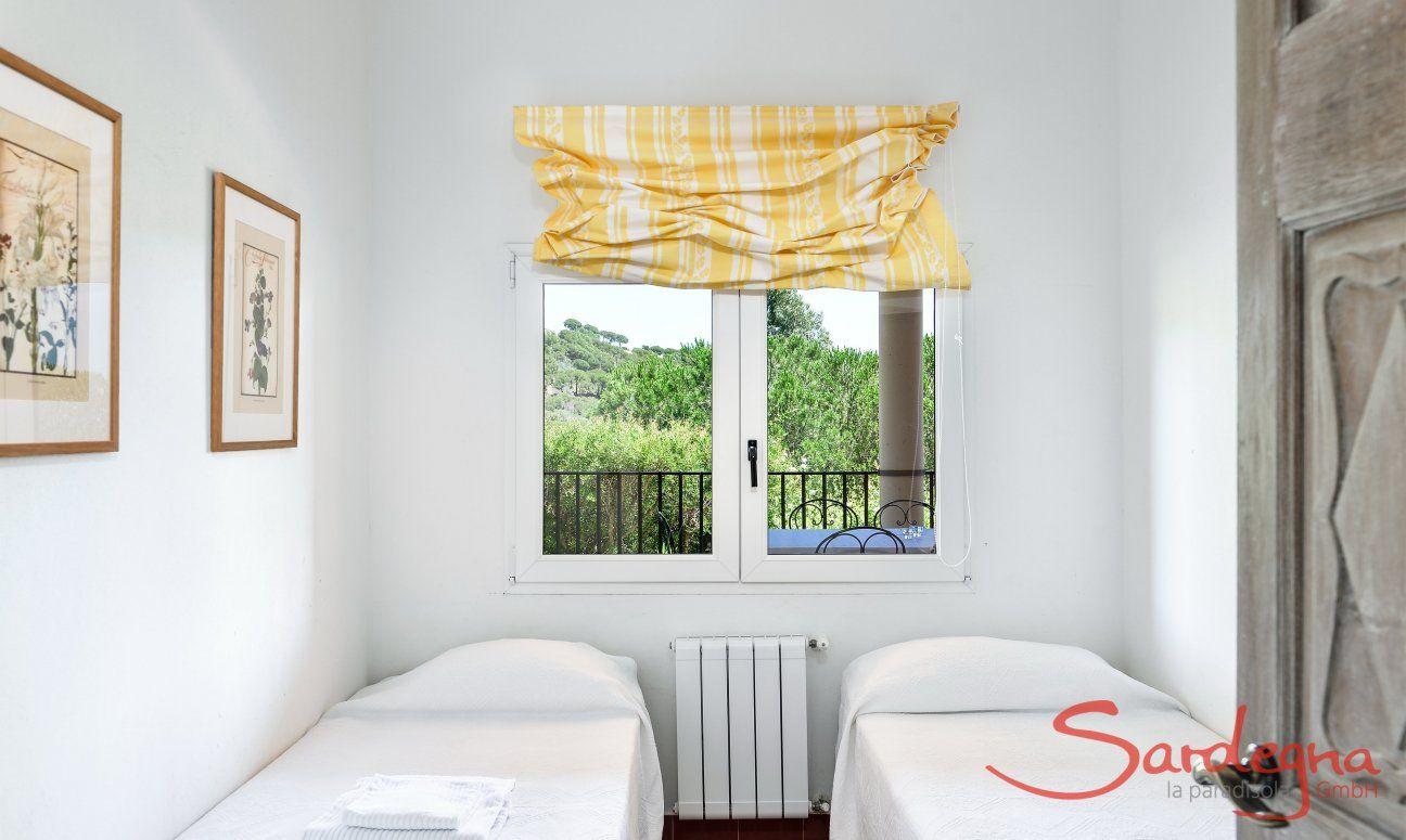 Schlafzimmer 2 Westflügel mit zwei Einzelbetten