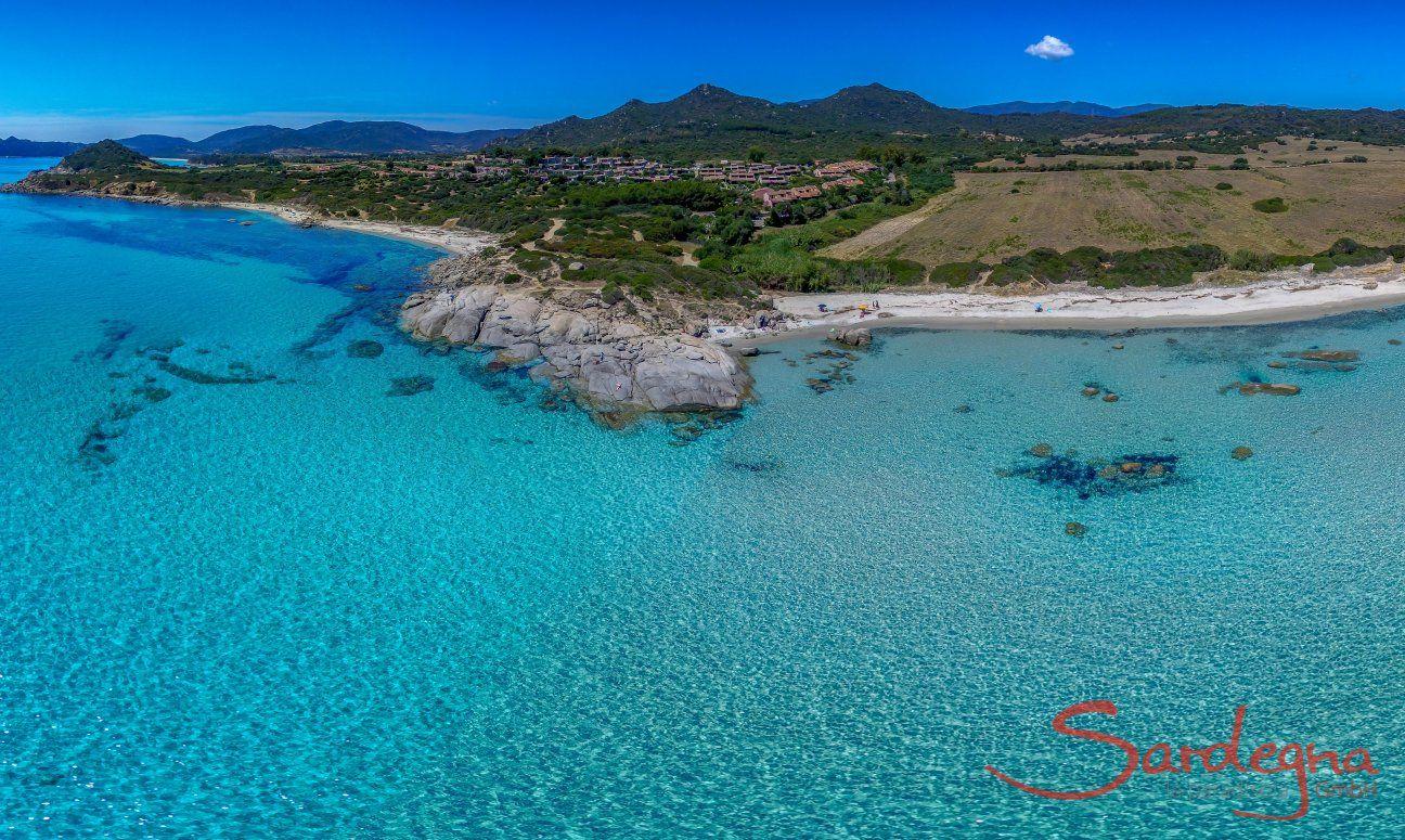 Luftansicht von Sant Elmo mit kristallklarem Meer, Richtung Süden