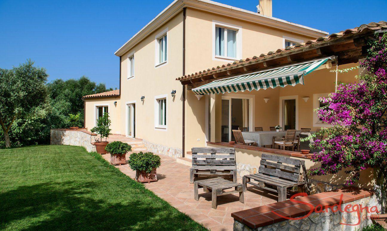 Haus-und Gartenansicht Villa Caroline