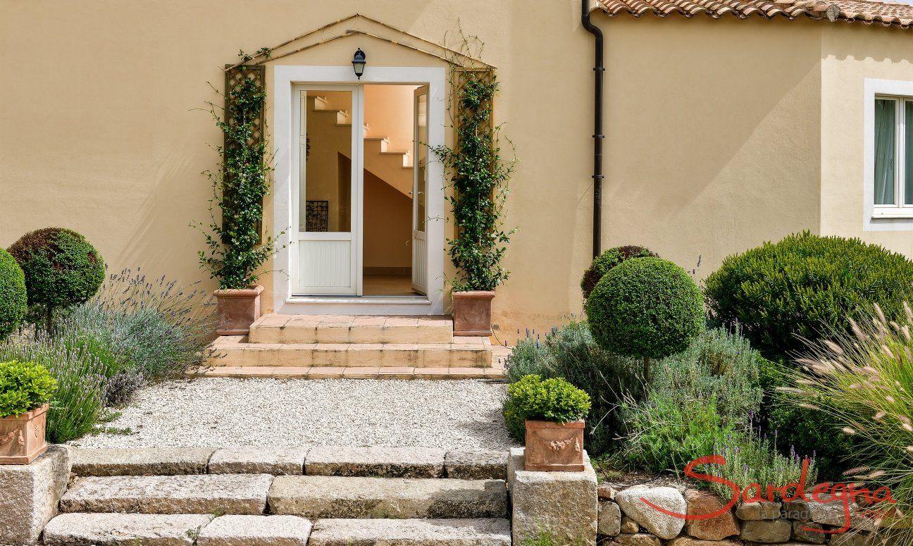 Eingang zur Villa Caroline