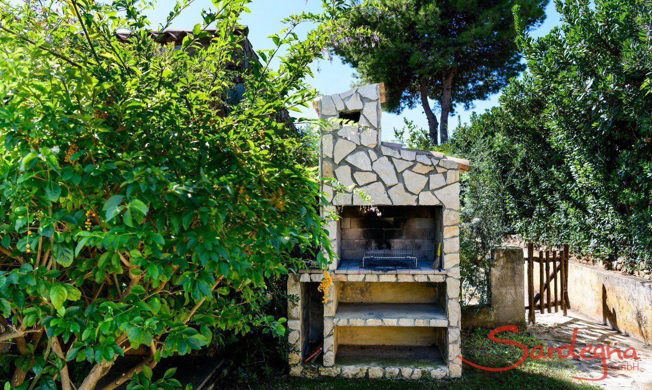 Gemauerter BBQ-Bereich im Garten Meloni 2 in Sant Elmo