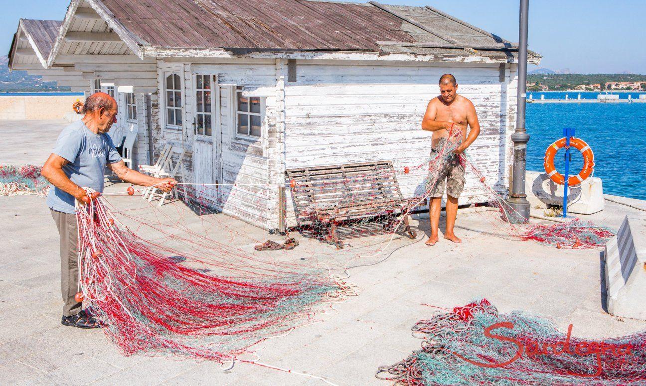 Golfo Aranci Fischer bei der Arbeit