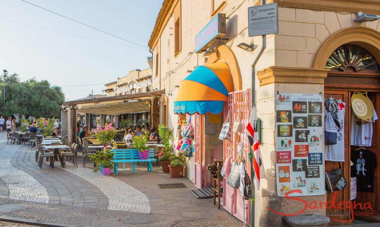 "Zentrum ""Piazza del Popolo"" mit Souvenirgeschäft"