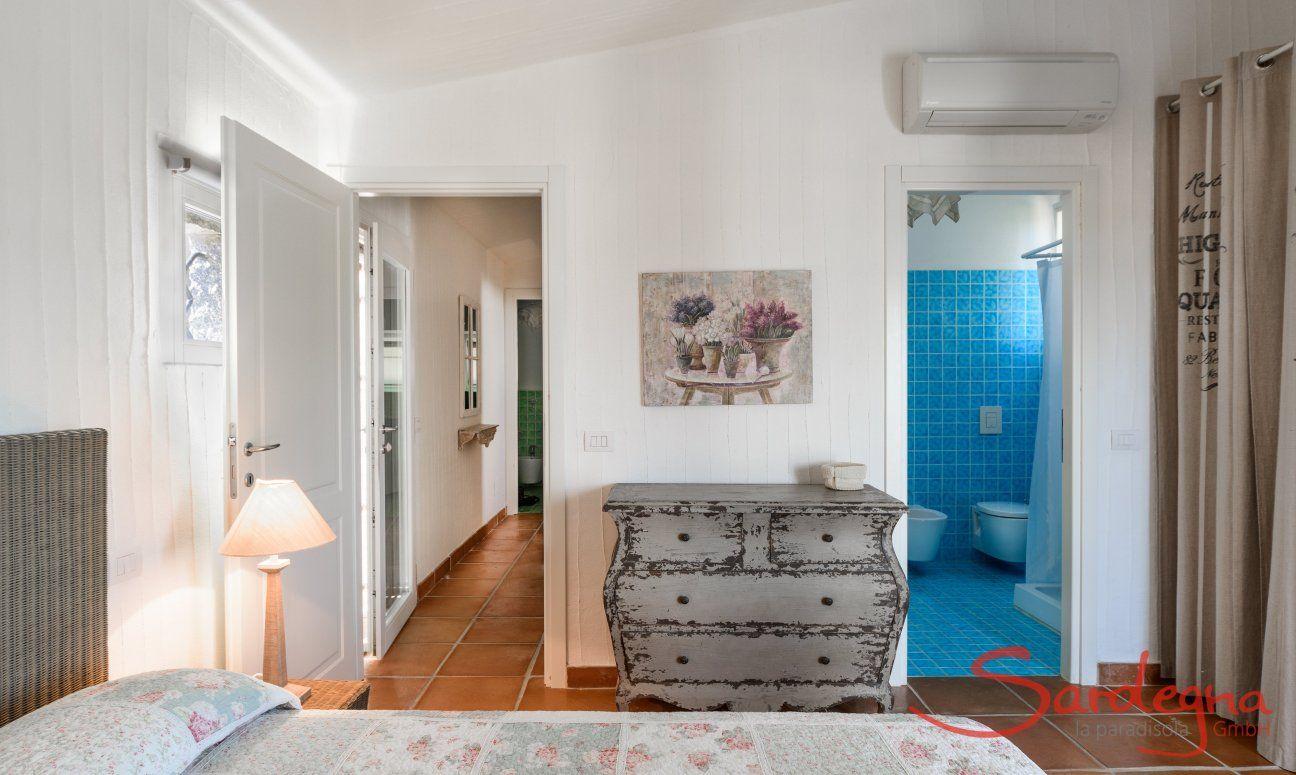 Schlafzimmer 1 mit Badezimmer