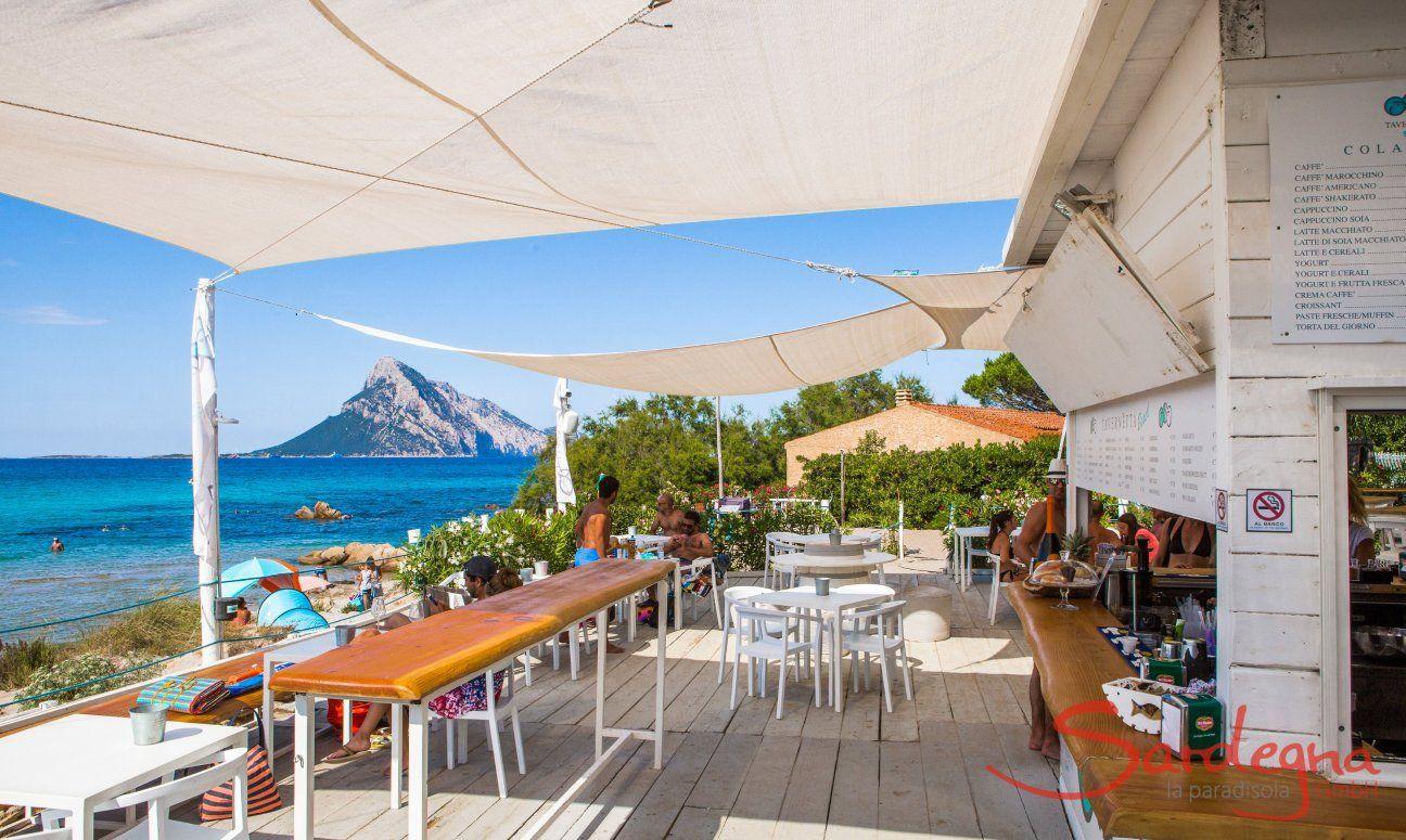 Restaurant La Tavernetta direkt am Strand von Porto Taverna