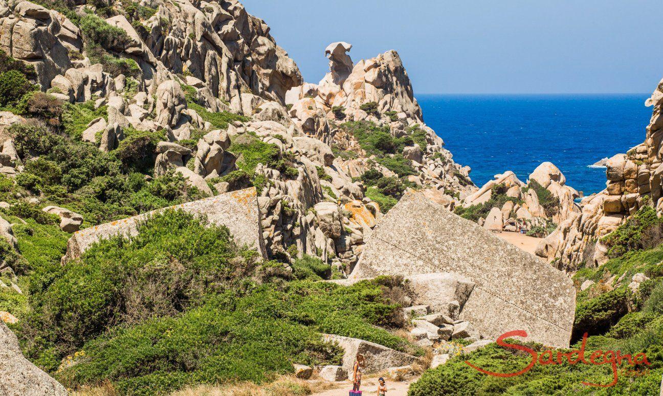 Faszinierende Felsformationen bei Capo Testa, 26 km nördlich von Portobello