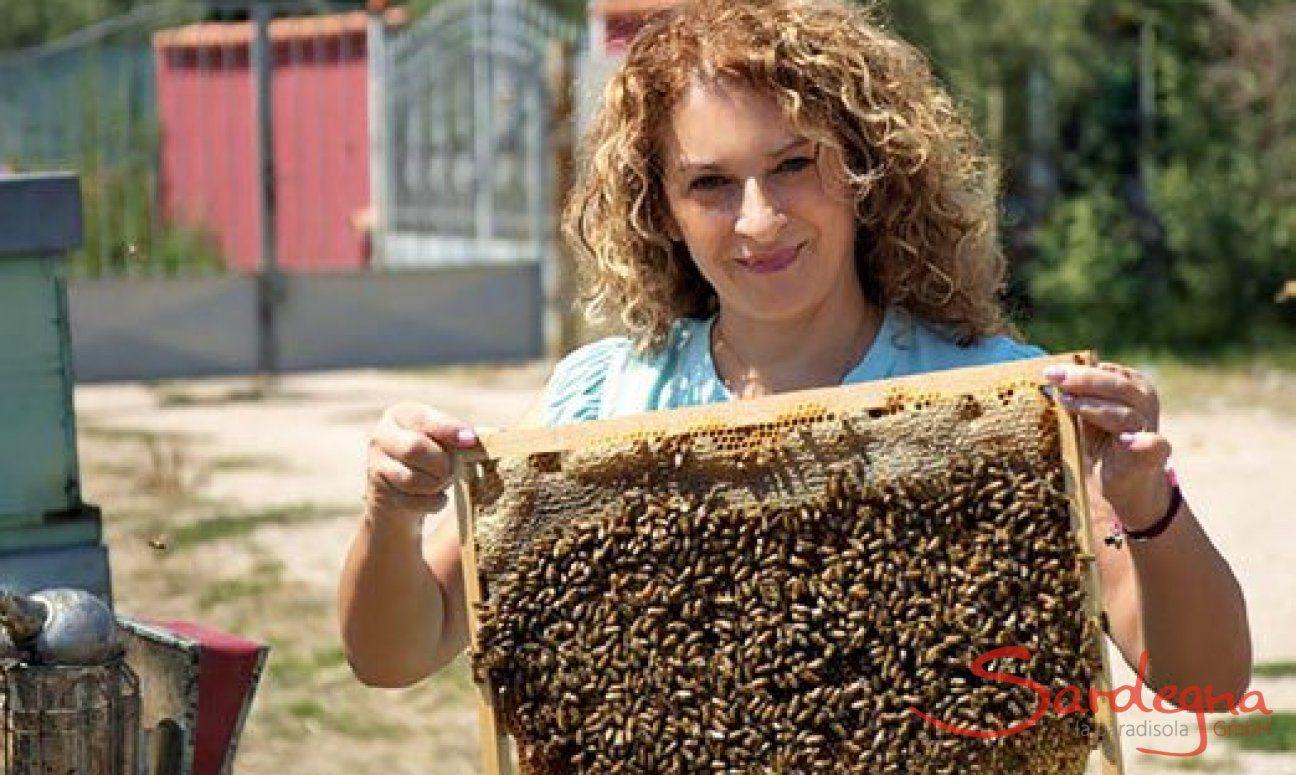 Die Autorin Cristina Caboni ist Mutter, Ehefrau und Imkerin.