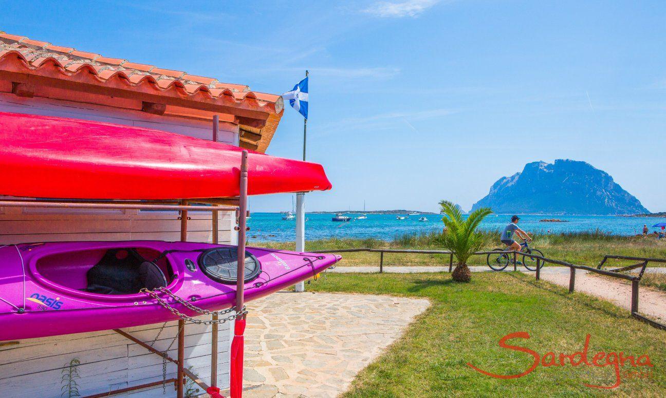 Kanuverleih am Strand von San Teodoro
