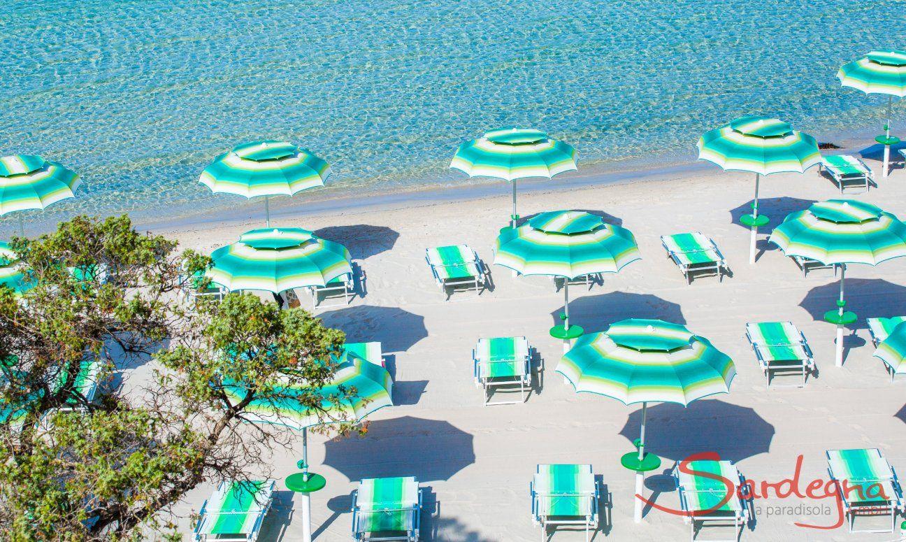 Liegen- und Sonnenschirmverleih mit viel Platz am Strand von Maria Pia Alghero