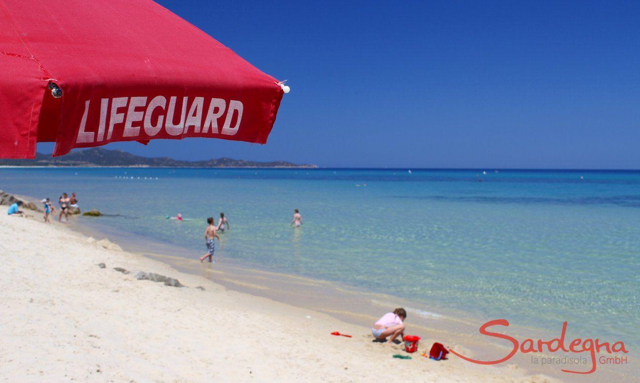 Cala Sinzias Strand mit Bademeister zu Ihrer Sicherheit