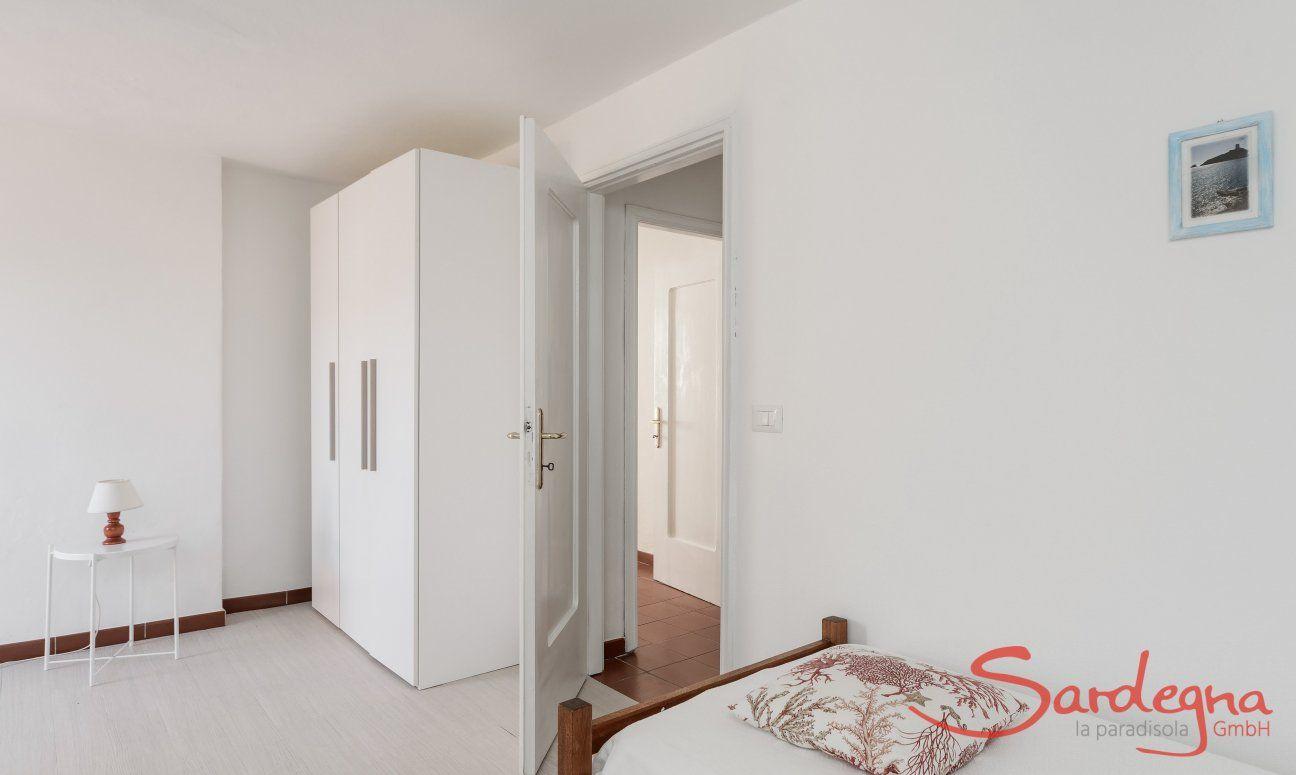 Zimmer mit zwei Einzelbetten und Schrank Su Faru 3 Pula