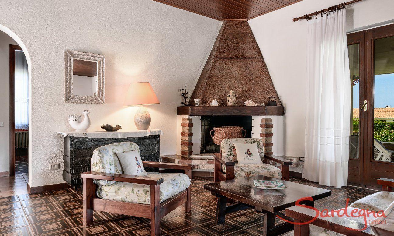 Wohnzimmer mit Eckkamin, Villa Palme, Costa Rei
