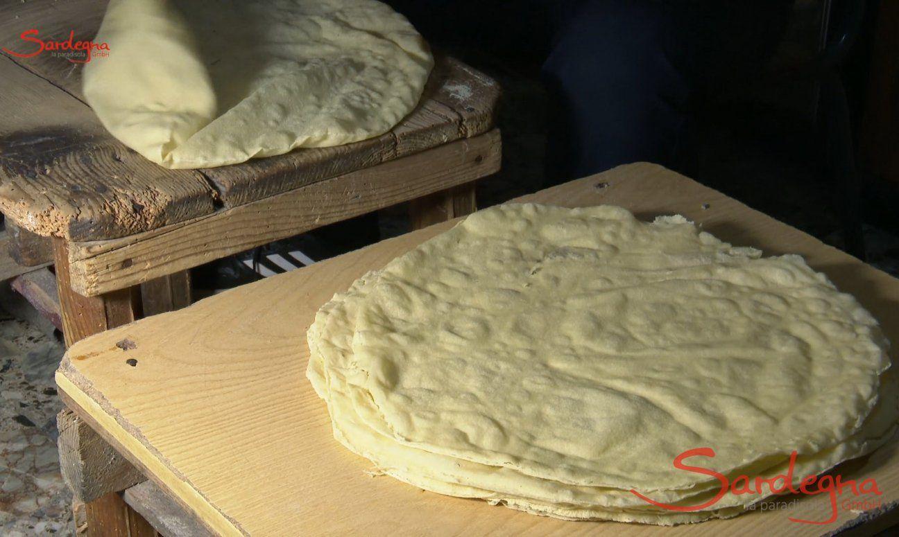 Sardisches Brot