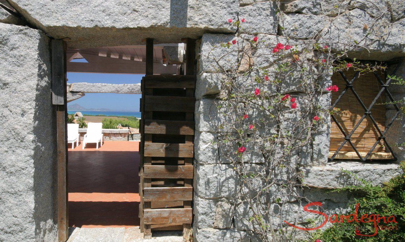 Eingang in Granit vom Ferienhaus Casa 20, Sant Elmo