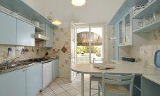 Große Küche mit Terrassenzugang von Villa Belle, Torre delle Stelle