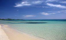 Kristallklares Wasser am Strand von Costa Rei