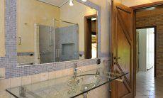 Badezimmer 2 mit Dusche und Glaswaschbecken