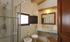 Modernes Bad 1 mit Dusche und Bidet