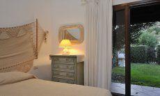 Schlafzimmer 3 mit Doppelbett und Gartenzugang