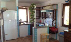 Offene, sardisch rustikale Küche