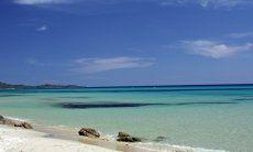 Glasklares Wasser an der Costa Rei
