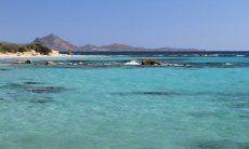 Glasklares Meer vor Sant Elmo