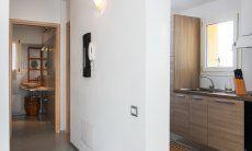 Blick auf Küche und Bad