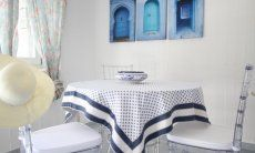 Tisch im Schlafzimmer