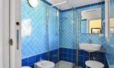 Badezimmer mit Dusche und Bidet  Villa Serena, Costa Rei