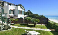 Villa Massidda mit direkter Strandlage