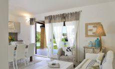 Wohnzimmer mit Ausgang zum Pool von  Villa Campidano 21