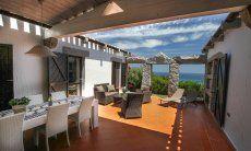 Große Terrasse mit Essbereich und Meerblick