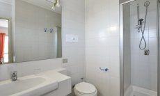 Ensuite Bad vom 5. Schlafzimmer mit Dusche